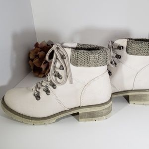 Winter White Gray Sweater Hiking Boots 7.5